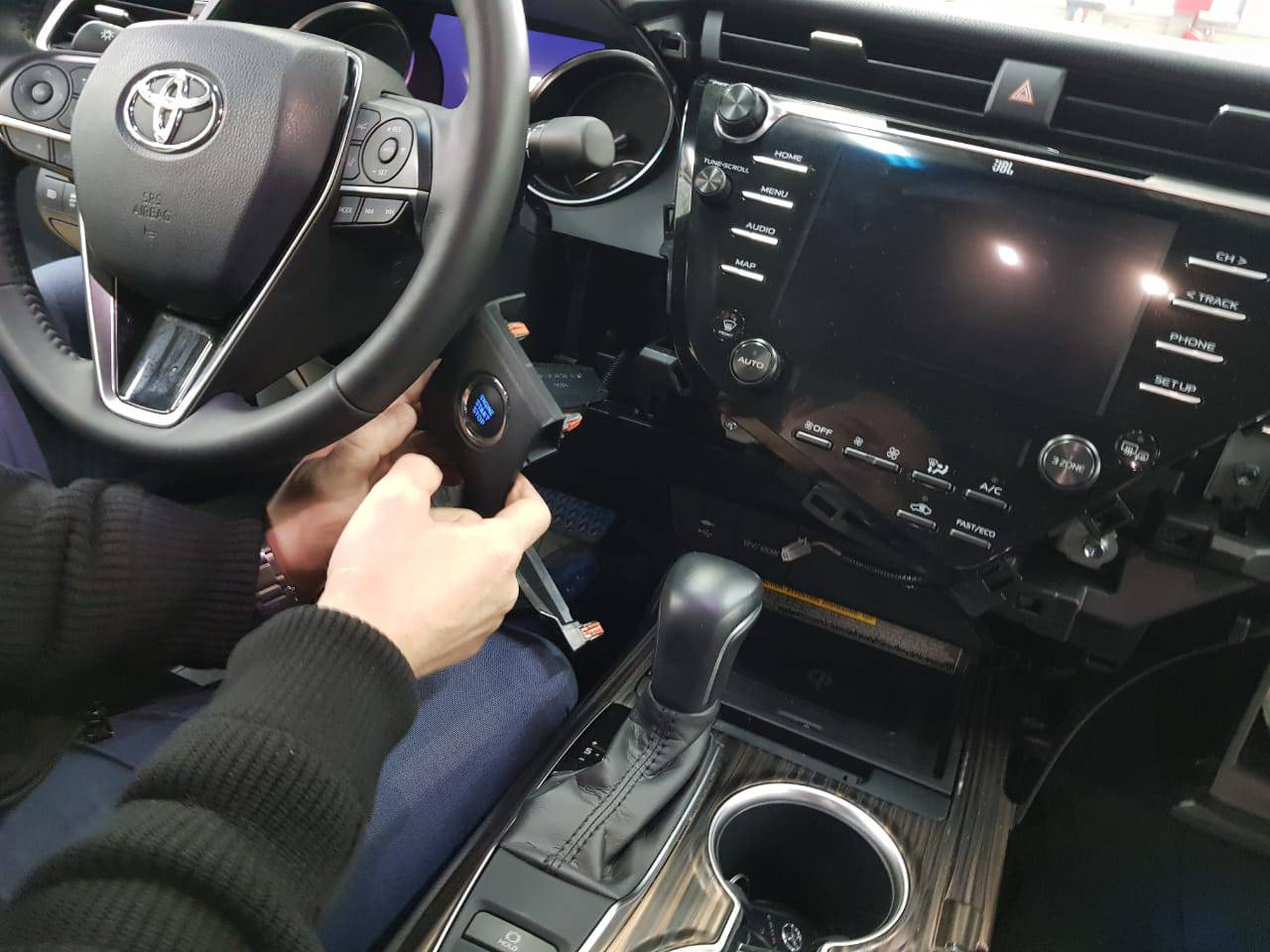 Android Camry V70